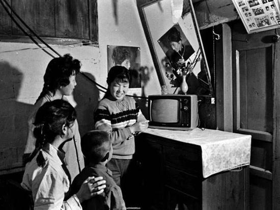 八十年代熊猫、金星等黑白电视多使用742厂芯片