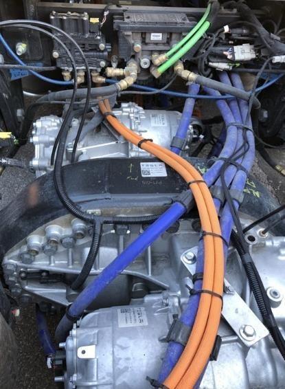 特斯拉Semi电动卡车内部发动机(图片来自Tony Knoblauch)