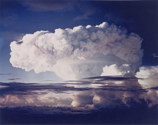 1952年在埃尼托克进行的一次核试验  arcweb.archives.gov