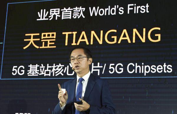 """资料图片:1月24日,华为在京举办的5G发布会上,发布了名为""""天?#28014;?#30340;芯片,据称这是全球首款5G基站核心芯片。(视觉中国)"""