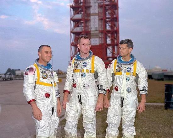 在阿波罗 1 号任务中牺牲的三名宇航员 Gus Grissom、Ed White 和 Roger Chaffee。(图片来源:维基百科)