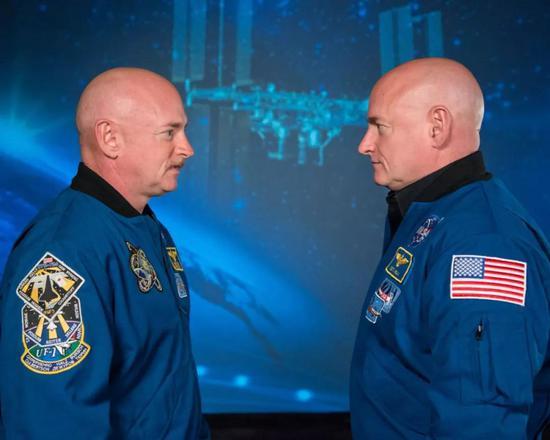 ▲马克·凯利(左)与斯考特·凯利(右)兄弟