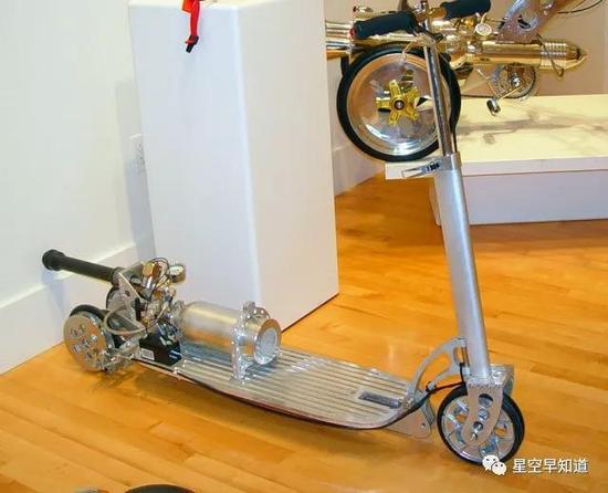 火箭推進踏板車。。。來源:www.the-rocketman.com