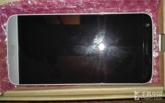 换了设计师?LG G5真机曝光:后背雷人第1张图