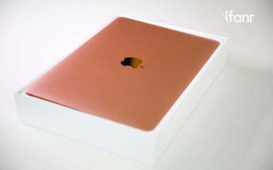 对于这台笔记本,相信大家对于它的种种配置参数已经熟稔于心