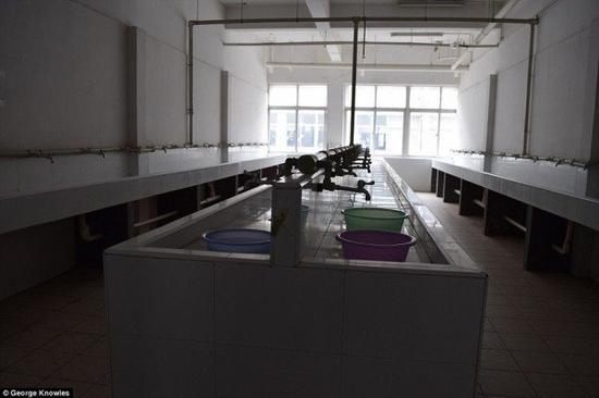 外媒:这就是苹果iPhone上海代工厂宿舍,好忧心