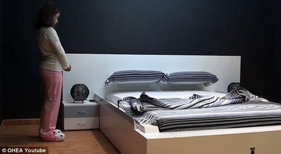 懒癌福音 50秒就能上床睡觉的智能床