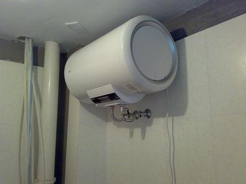 使用及安装 电热水器安全常识常备心中