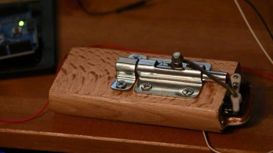 随手锁门标�_上网刚需:自动锁门的智能门锁