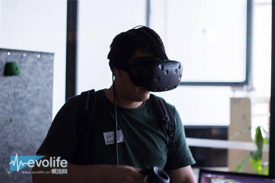 Valve也意识到线缆是VR最大的敌人 HTC Vive将有无线版