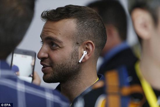 专家:苹果AirPods无线蓝牙耳机危害人体健康