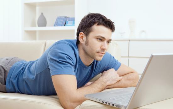 澳大利亚人网瘾成风:半夜醒来上会网再睡
