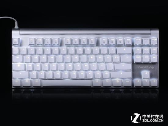 Cherry MX board8.0背光键盘外观展示   Cherry MX board8.0背光键盘采用无边框式80%布局设计,将三维尺寸进行最大化压缩,其最大三维尺寸仅为35014542mm。键盘为标准美式布局,主键区与功能区距离较近,仅为4mm,对于F区距离比较在意的玩家,需要稍为花上一点时间来适应Cherry MX board8.