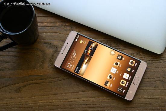 ▲金立M6以及金立M6 Plus是目前电池与机身比值最高的手机