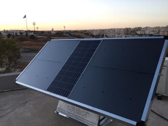这种设备可以用太阳能在空气中吸收饮用水,每天能产量达5升
