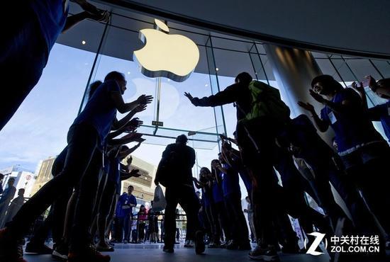 苹果很头疼!特朗普上任iPhone面临涨价