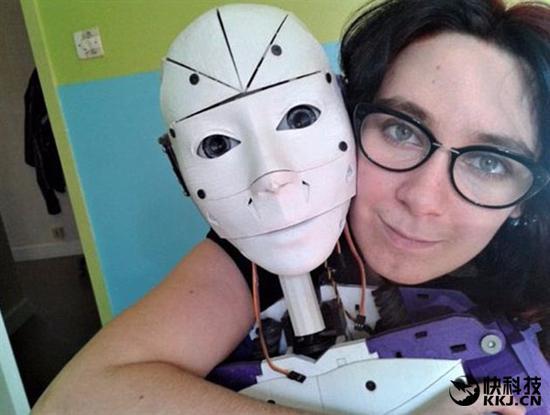 19岁法国少女与机器人订婚:婚后生活是这样(图)