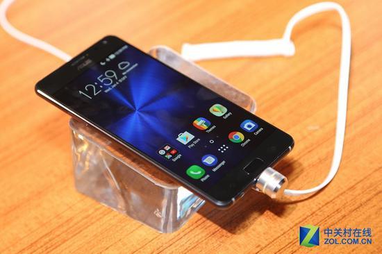 华硕ZenFoneAR是全球第一款8GB内存的手机