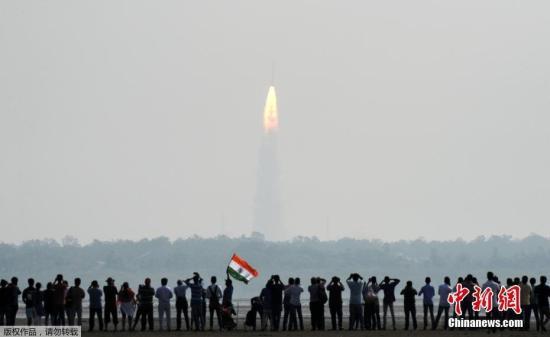 """当地时间2月15日,印度通过印度极轨卫星运载火箭(PLSV)一次性发射104颗卫星并成功入轨,打破俄罗斯2014年""""一箭37星""""的纪录。"""