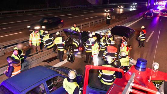 最终,帕萨特司机被诊断为突发癫痫,因为送医及时已经苏醒,并且没有受伤。但Manfred Kick的车辆在事件中受损。