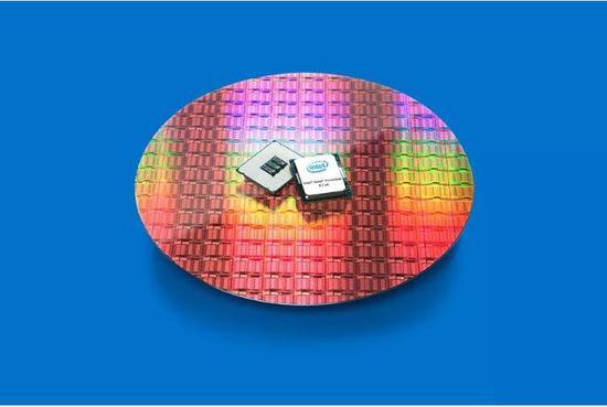 近9000美元?Intel新Xeon处理器性能飚升(图源:theverge)