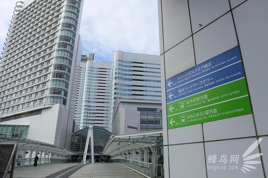 可乘电车至樱木町或港未来站,步行前往