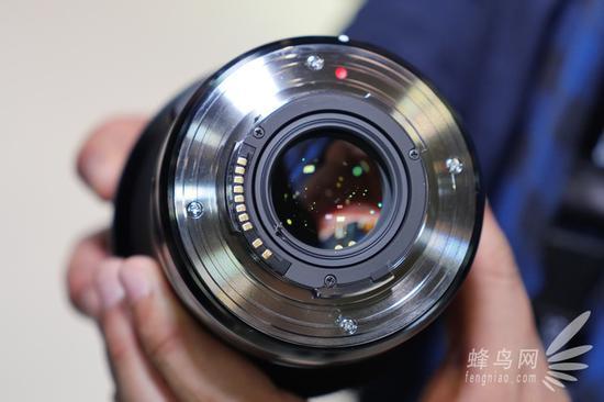 体验的是适马SA卡口版本,该镜头还提供佳能EF和尼康F卡口版本