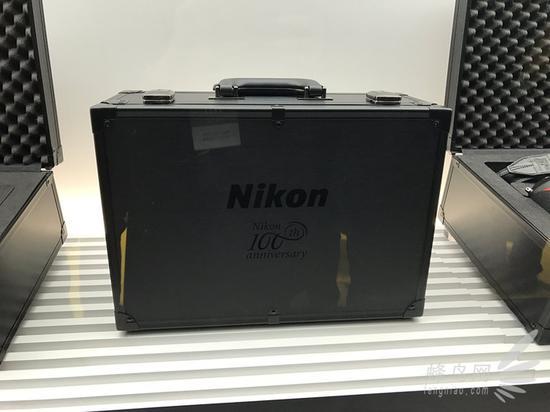 尼康100周年套装手提箱