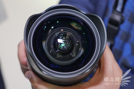 直径高达80mm的非球面镜片着实霸气外露