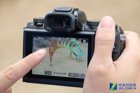佳能EOSM5具有触摸屏,可以使用触控进行拍摄