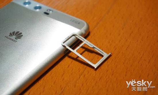 卡槽為一顆Nano-sim卡、一顆NanoSIM卡和micro SD卡二合一構造
