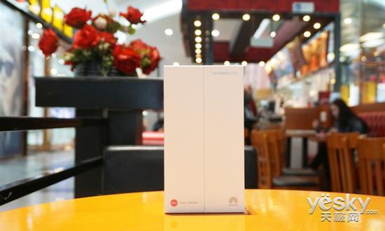 開箱:P10外包裝盒採用左右拉開式的創意設計