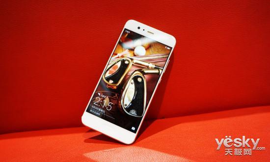 華為P10搭載基於Android 7.0的EMUI 5.1系統