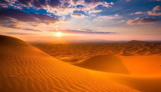 考古学家David Wright博士认为,正是人类的活动导致了撒哈拉的沙漠化。