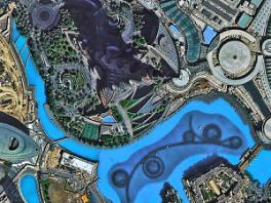圖為迪拜哈利法塔,塔底水中設施一覽無遺。
