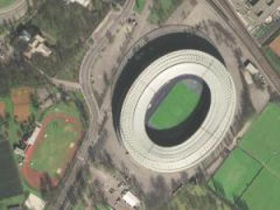 圖為奧地利的恩斯特哈佩爾球場,可以清晰看出球館頂部的鋼筋結構。