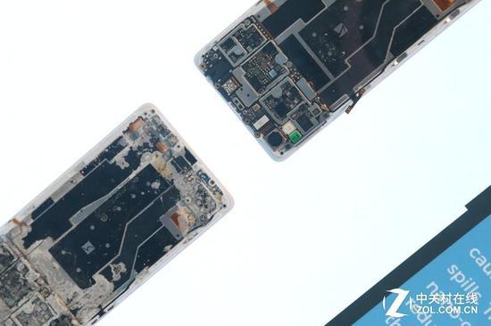 无防水技术的手机与采用防水镀层技术的手机主板对比