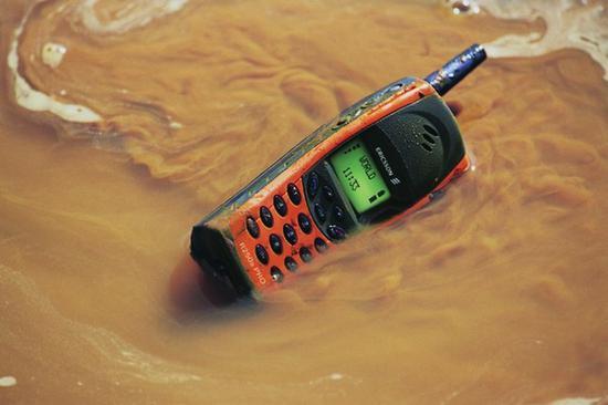 全球首款支持防水的手机——爱立信R250PRO