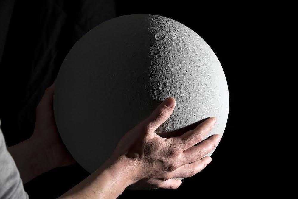 以美国宇航局数据为准 这个月球台灯有点酷