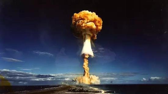 大气中爆炸的原子弹,核反应释放的大量热中子把空气中的氮-14变成碳-14