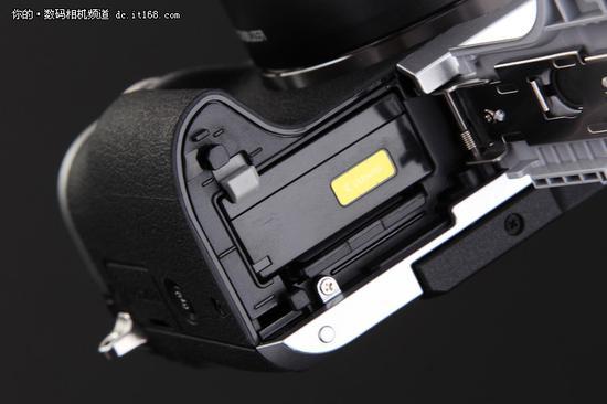 佳能EOS M6电池仓及卡槽(SD卡)
