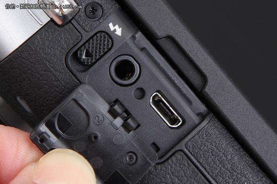 佳能EOS M6侧面耳机 USB接口设计