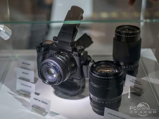 富士寄往以 中画幅相机打开专业相机市场