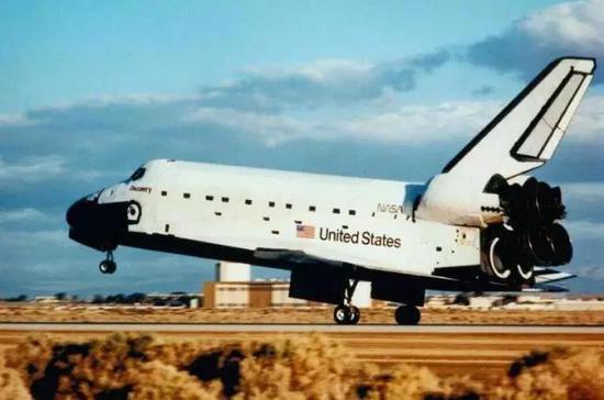 美國的哥倫比亞號航天飛機,2003年在執行完任務返回地面途中不幸失事,機組成員全部失蹤