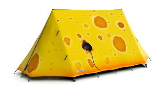 当然,他们不仅仅是在图案上进行设计,同时也选用了最好的防水材料,使得帐篷能适应任何天气。
