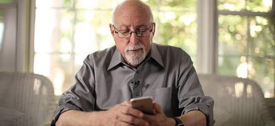 74岁的莫博士和他影响的消费电子时代