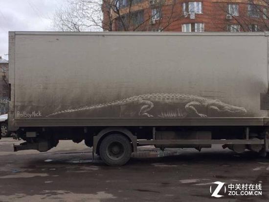 对于厢式货车的侧面来说,画上一条大恐龙最为适合了