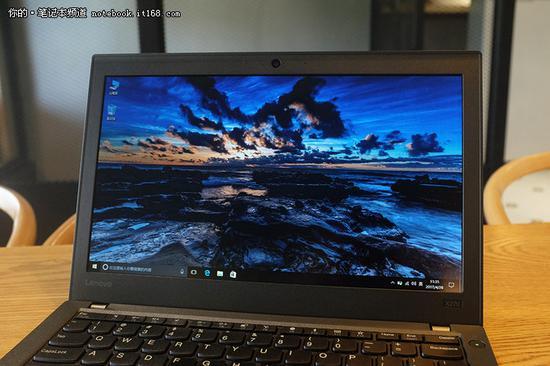 ThinkPad X270配备的是一块12.5英寸的屏幕,作为防眩光的雾面屏,无论室内户外,显示内容都能看得清晰。