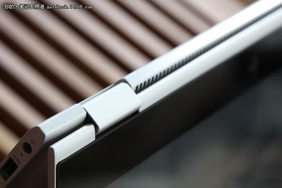 HPEliteBook x360采用平行联动式双轴设计的360度翻转转轴