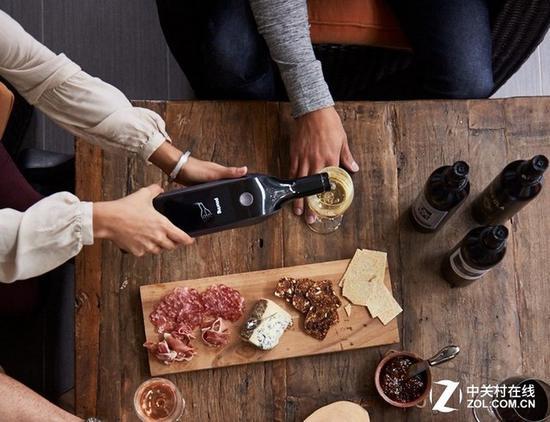 无需担心葡萄酒存放时间过长,因为智能酒瓶可以实现过期提醒功能